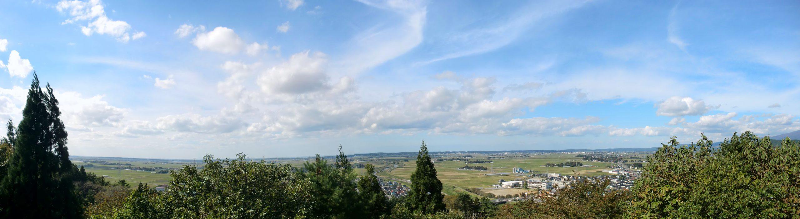 八幡の八森公園展望台から酒田市方面を望む