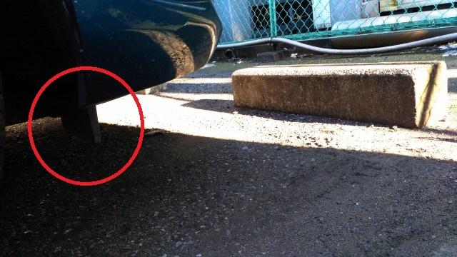 デミオ前タイヤ前の整流板