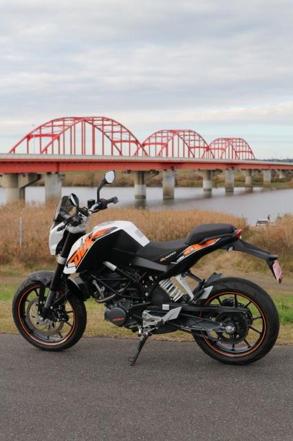 KTM 125DUKE 利根水郷ライン沿い 赤い橋