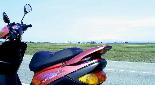 SUPER JOG ZR 背景鳥海山