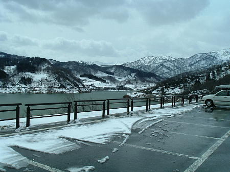 雪の残る寒河江ダム