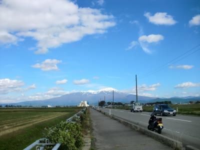 八幡地区 国道344号から 鳥海山を望む