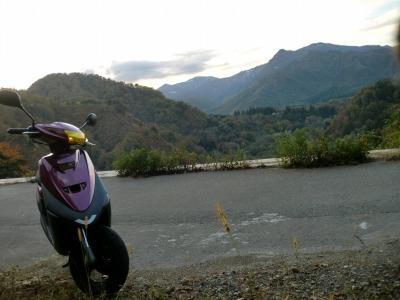 国道458号 崖の上なのにガードレールがないです…