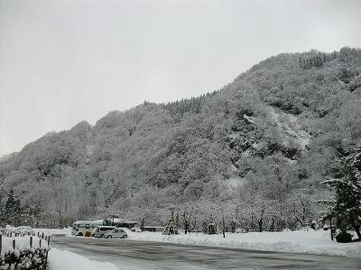 月山道路近くの雪景色