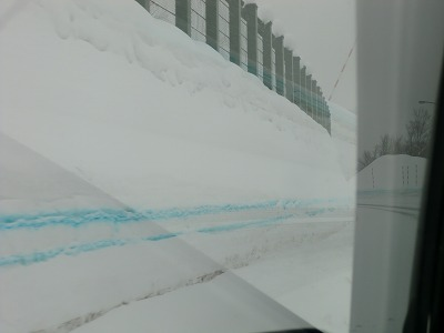 月山道路 青い線