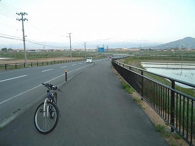 加茂坂バイパス―月山を背に