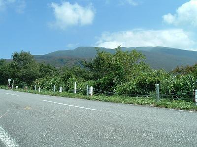 鳥海ブルーライン 山が見えてきた