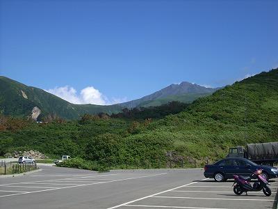 鳥海ブルーライン 鉾立、多分車で行ける最高点。鳥海山頂をバックに